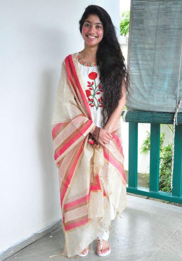 Sai Pallavi Images In Salwar Kameez