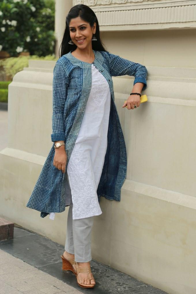 Sakshi Tanwar Latest Style Images