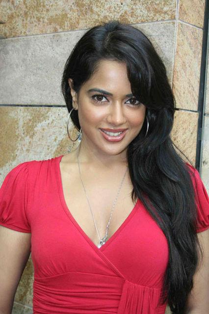 Sameera Reddy Charming & Attractive Pics