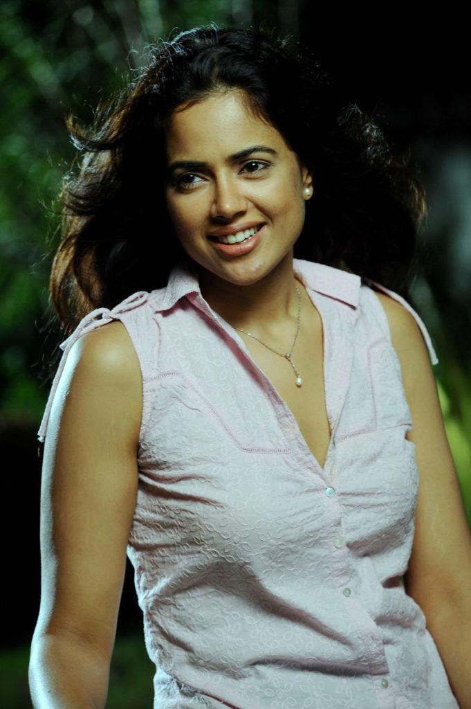 Sameera Reddy Charming Pics