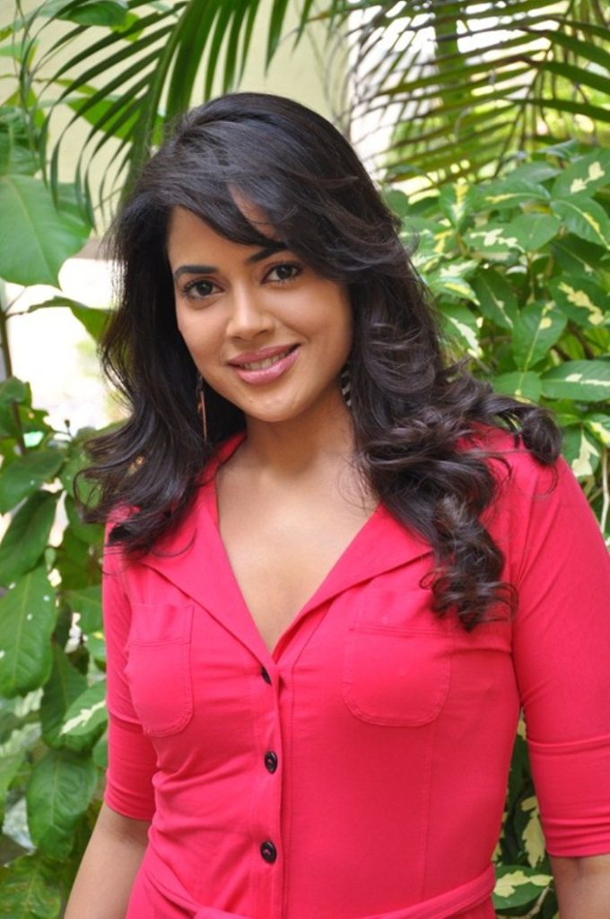 Sameera Reddy New Look Photos