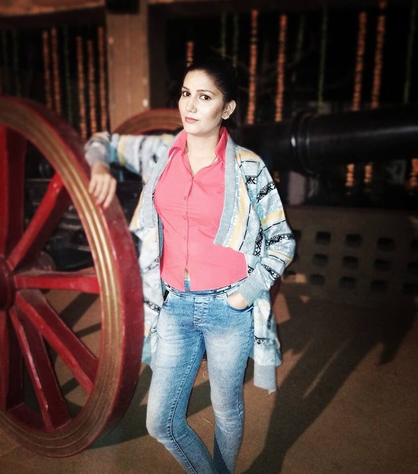 Sapna Choudhary Hot HD Pics In Jeans Top