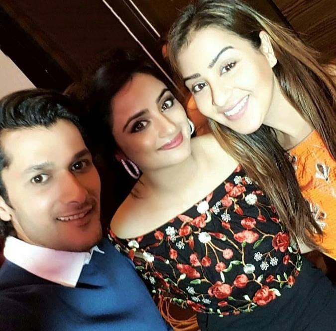 Shilpa Shinde Beautiful Pics With His Friends