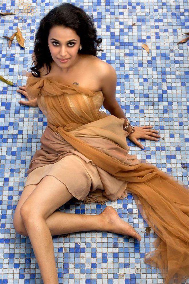 Stylish Swara Bhaskar Hot Look In Short Clothes