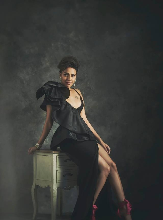Swara Bhaskar Hot Sexy Legs Photos