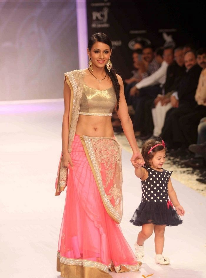 Barkha Bisht HD Pics At Rampwalk With Daughter