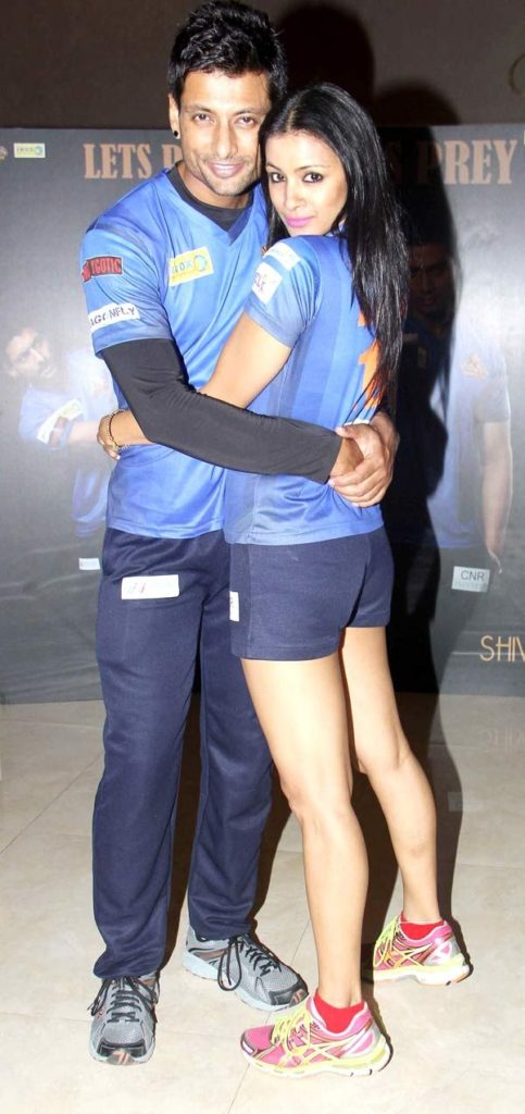 Barkha Bisht HD Pics With Husband In Short Clothes