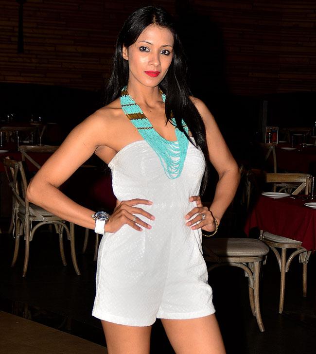 Barkha Bisht Sexy Legs Showing Pics