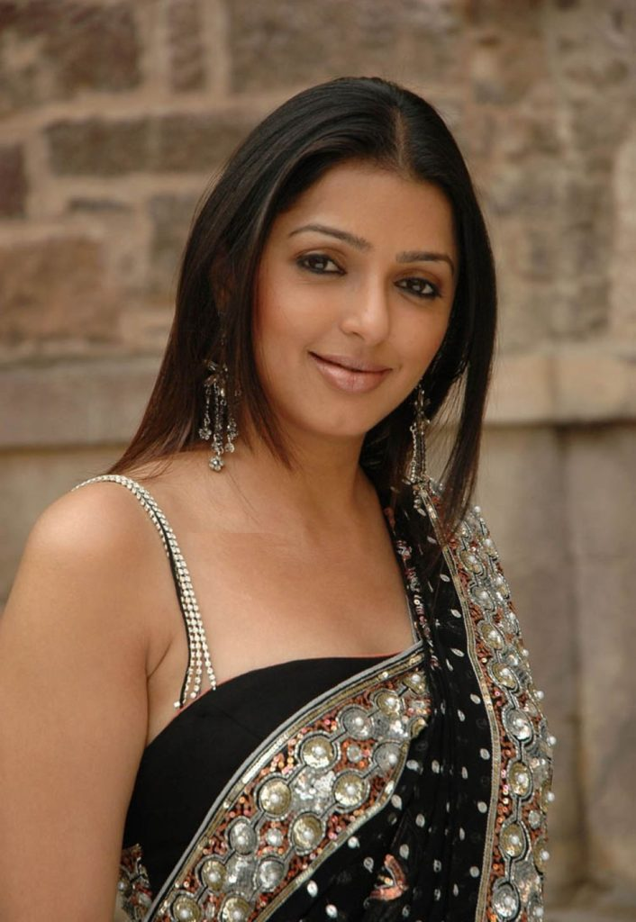 Bhumika Chawla Sizzling Wallpapers