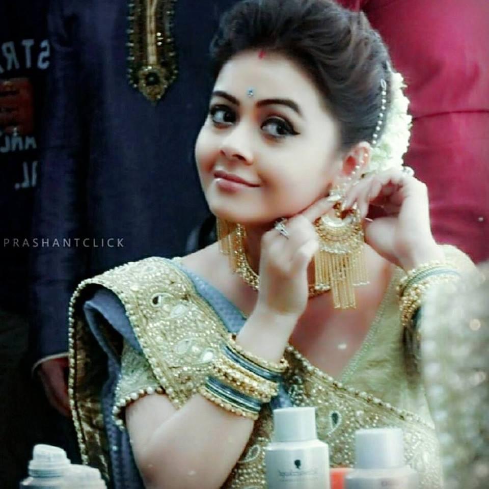 Devoleena Bhattacharjee Hot Images For Profile Pics