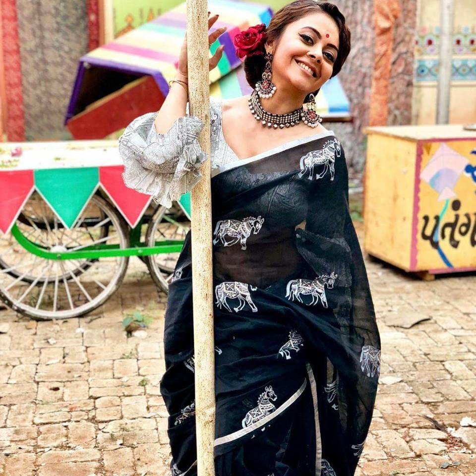 Devoleena Bhattacharjee Hot In Saree Wallpapers