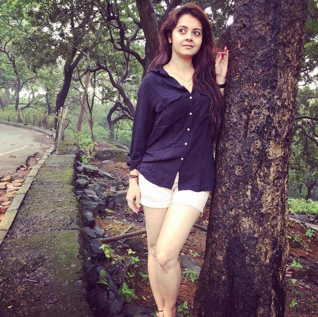 Devoleena Bhattacharjee Hot Photos In Short Jeans