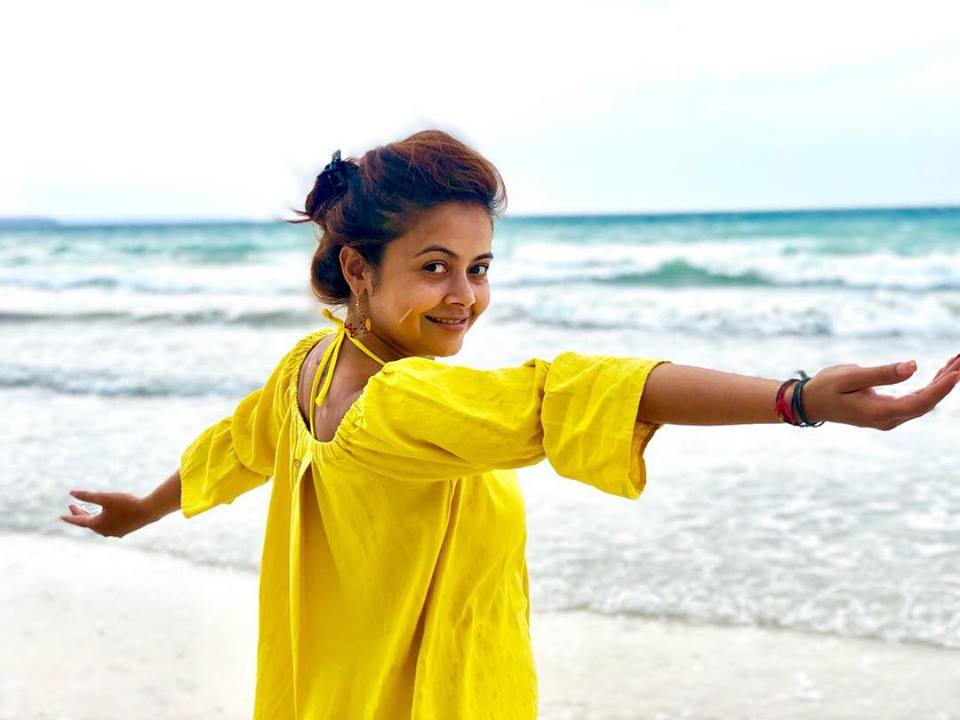 Devoleena Bhattacharjee Hot Wallpapers At Beach