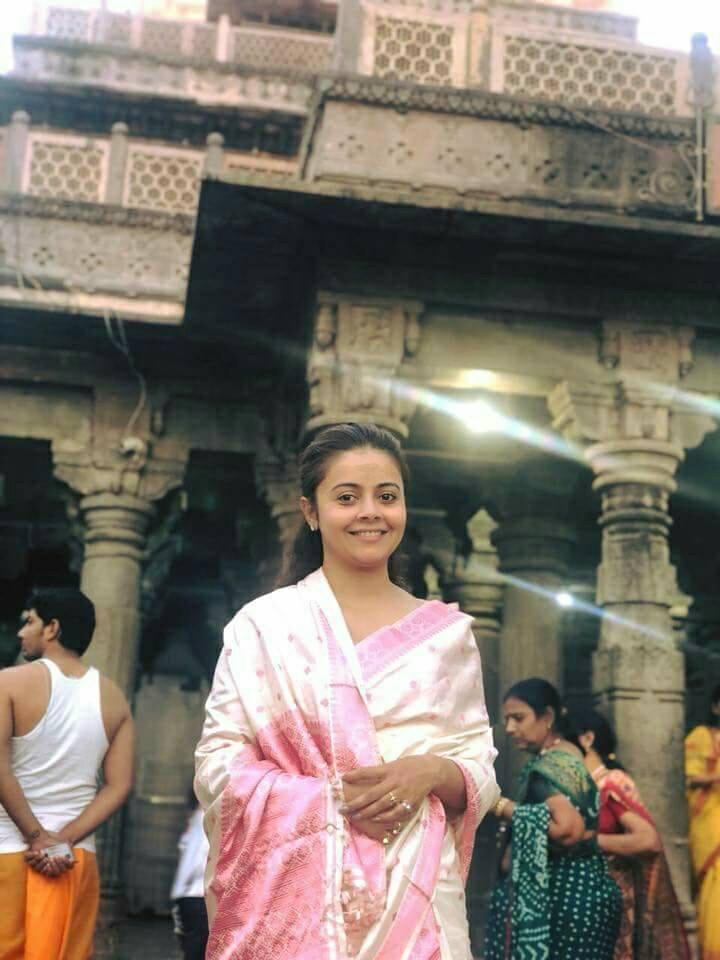 Devoleena Bhattacharjee Hot Wallpapers In Royal Look