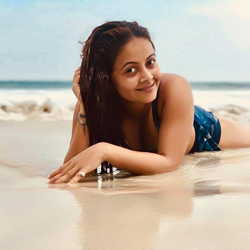 Devoleena Bhattacharjee Wallpapers In Swimsuit