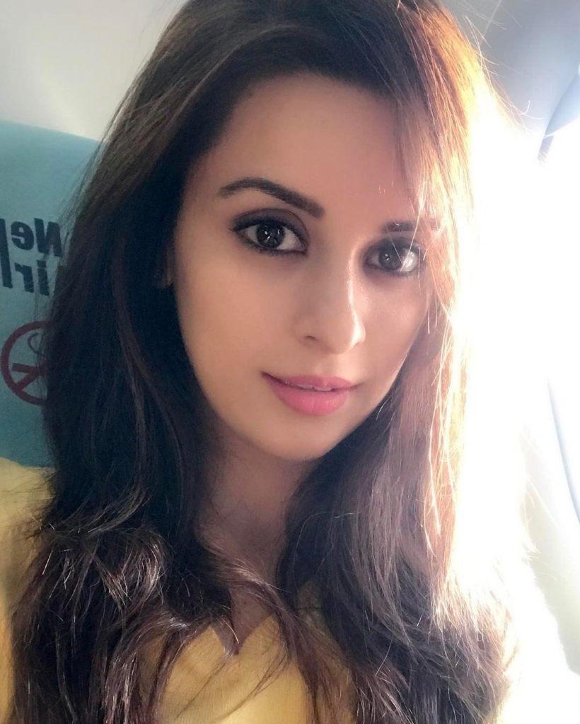 Ekta Kaul Sexy Eyes Images