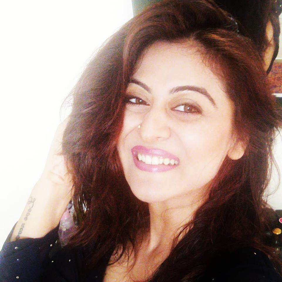 Falaq Naaz Cute Smiling Wallpapers