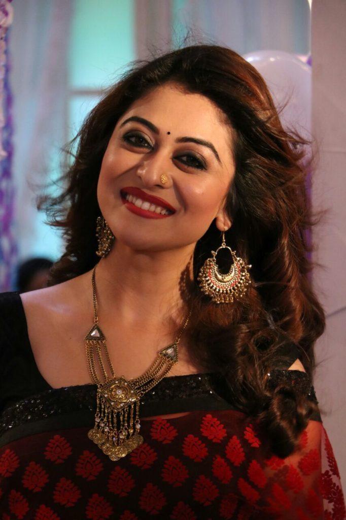 Falaq Naaz Hot Images In Saree