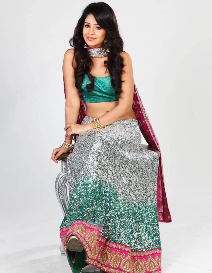 Fenil Umrigar Spicy Navel Showing Pics In Saree