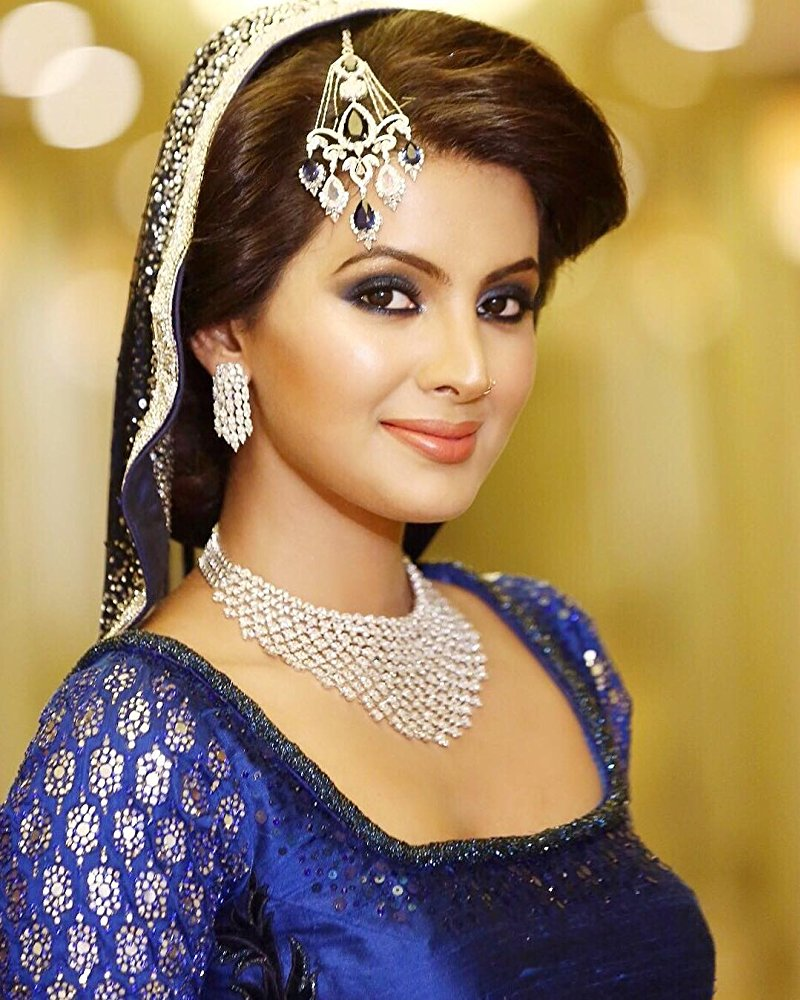 Geeta Basra HD Sexy Pics Gallery
