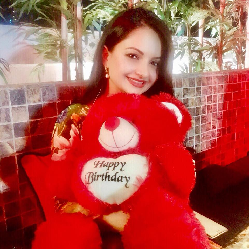 Giaa Manek HD Pics With Taddy Bear
