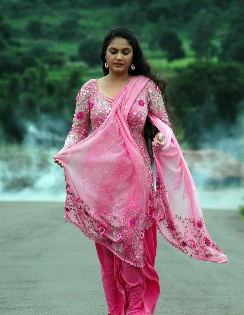 Gracy Singh HD Photoshoot Gallery