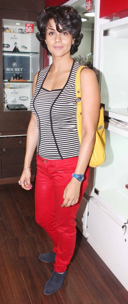 Gul Panag New Wallpapers For Profile Pics