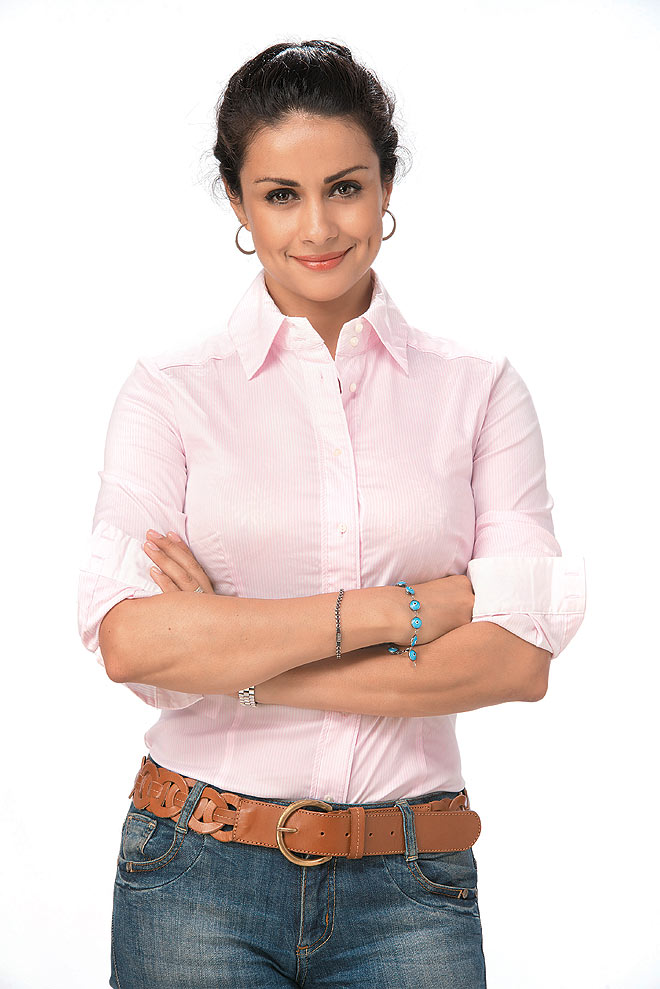 Gul Panag Sexy Pics In Jeans Top