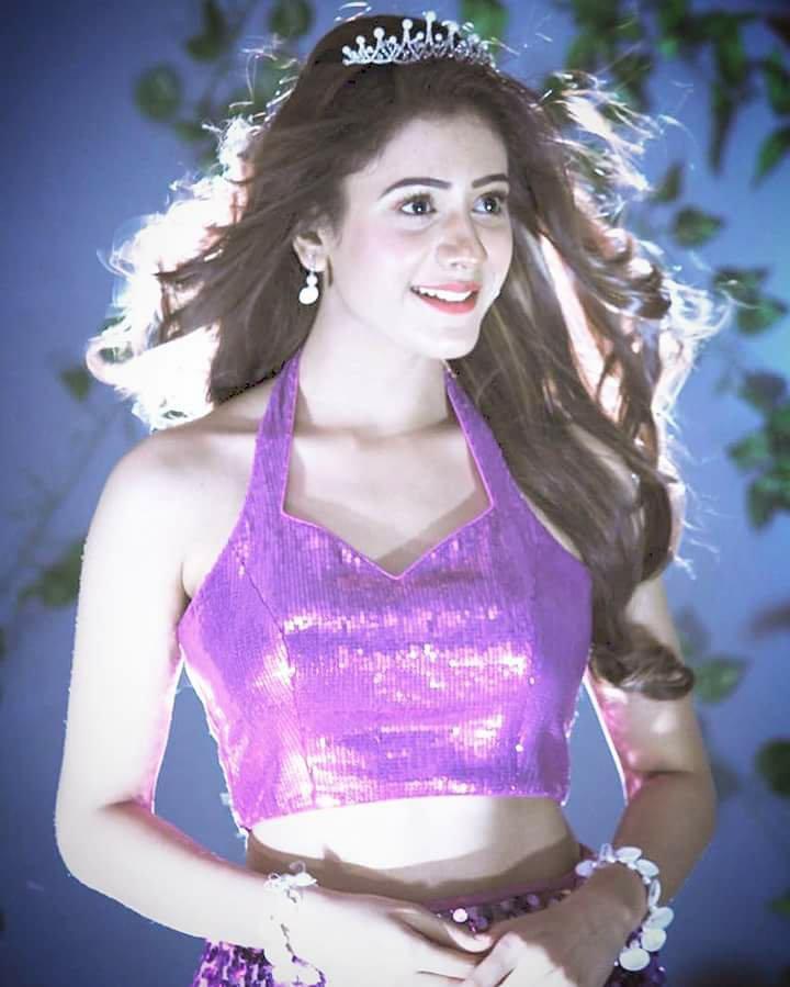 Hiba Nawab Spicy Navel Showing Pics In Bra