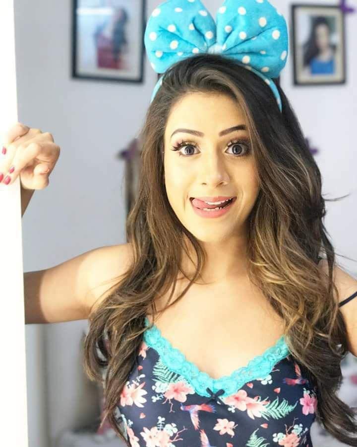 Hiba Nawab Sweet Smiling Pictures