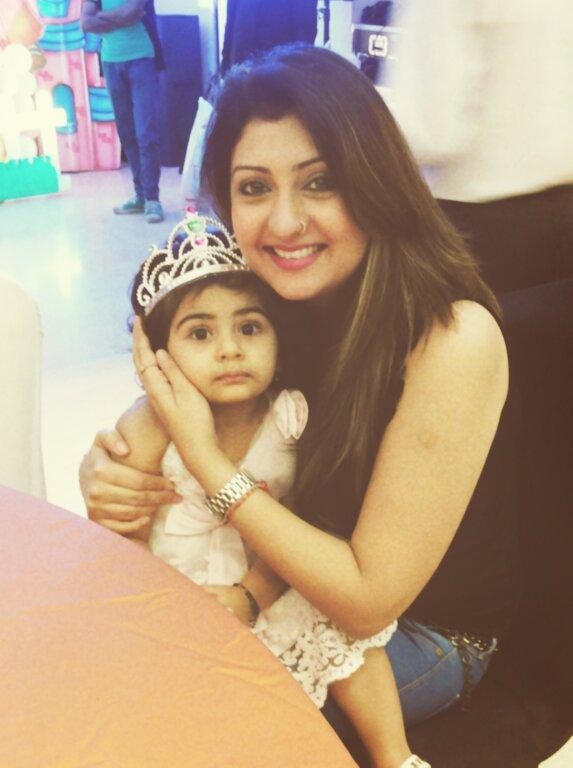 Juhi Parmar HD Wallpapers With Daughter