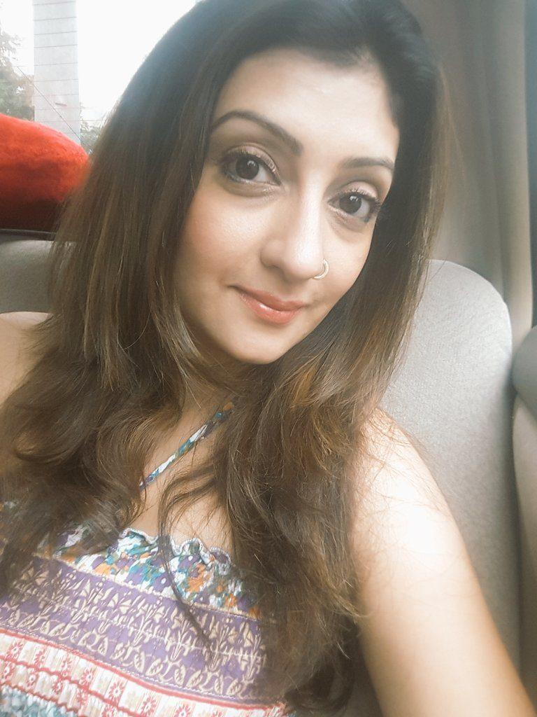Juhi Parmar Sexy Eyes & Cute Lips Pics