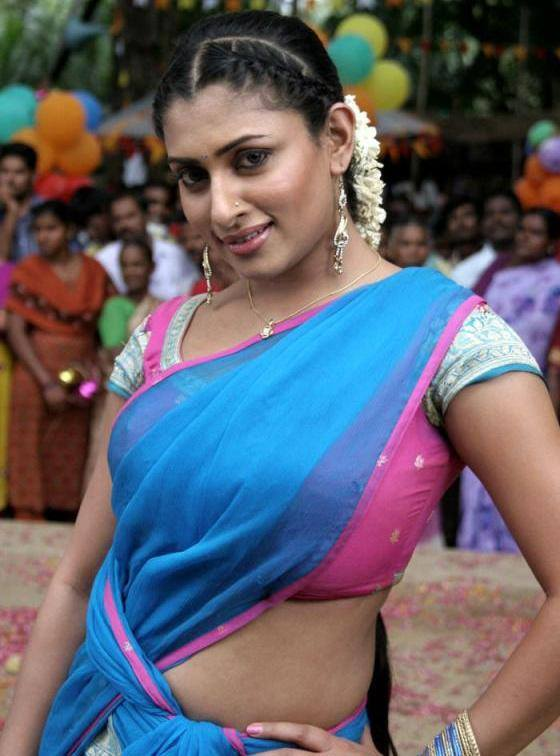 Malavika Spicy Navel Wallpapers