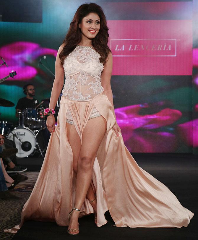 Manjari Phadnis Hot In Panty At Rampwalk