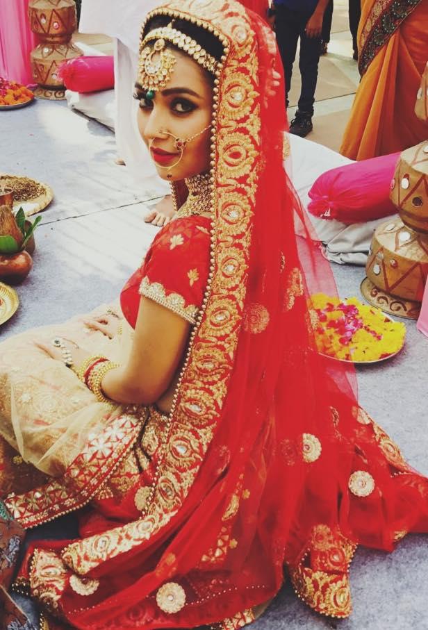 Mansi Srivastava Hot Marriage Pics In Serial Look