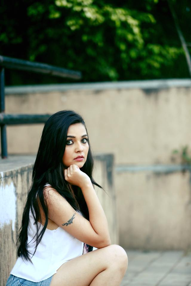 Mansi Srivastava Hot Thigh Images Download