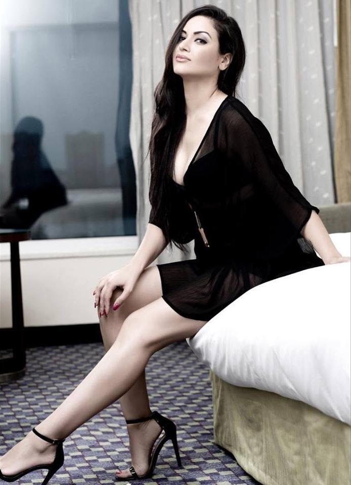Maryam Zakaria Sexy Legs Pics