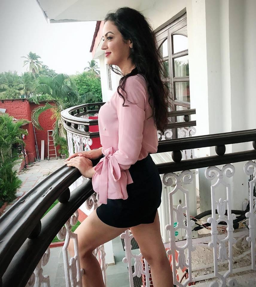 Maryam Zakaria Sexy Legs Pictures