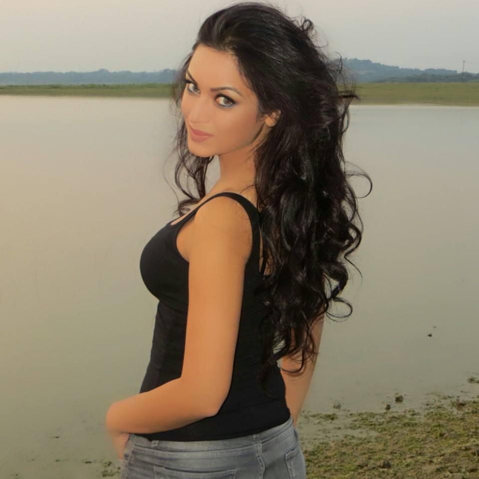 Maryam Zakaria Sexy Pics
