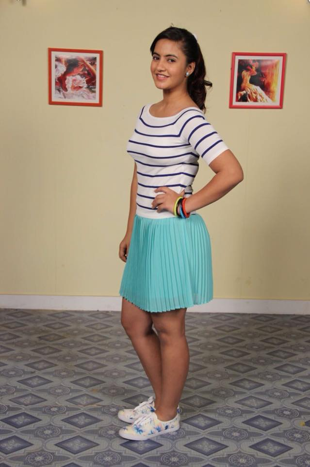 Meera Deosthale Hot Full HD Images In Short Clothes