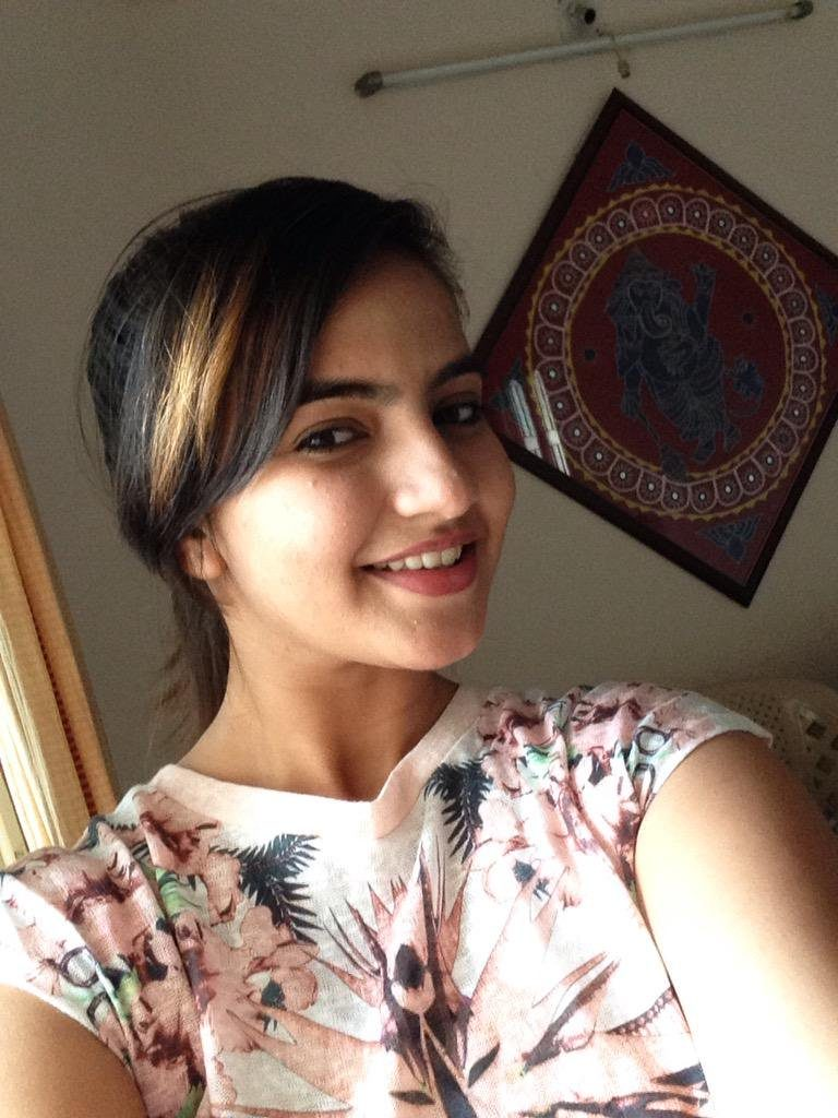 Meera Deosthale Hot HD Unseen Wallpapers