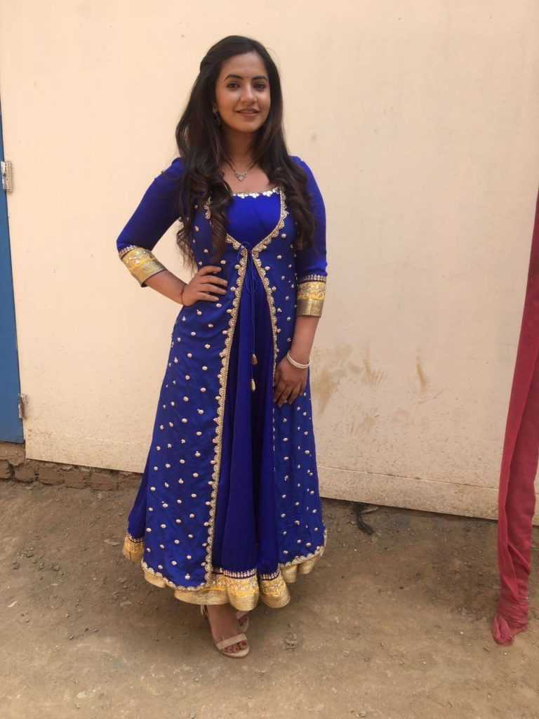 Meera Deosthale Hot Images In Anarkali