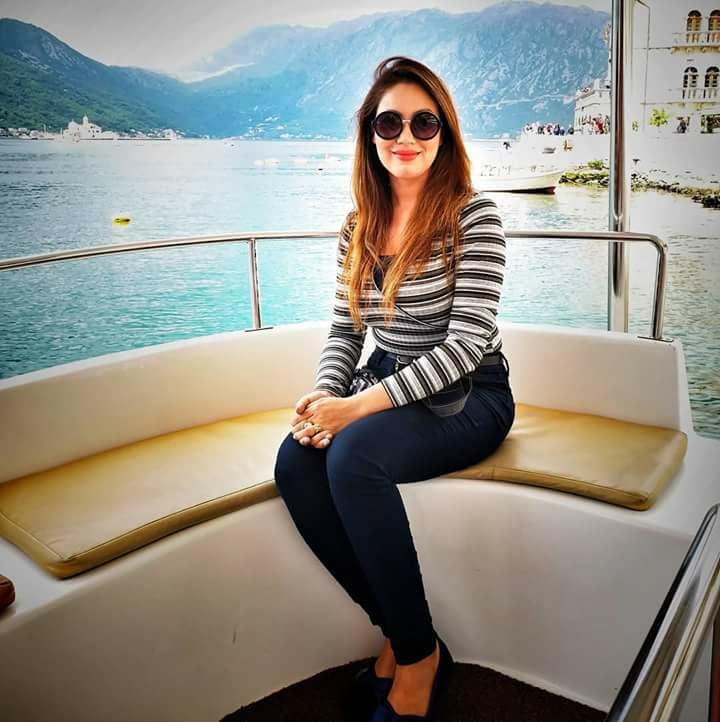 Munmun Dutta HD Imags In Jeans Top