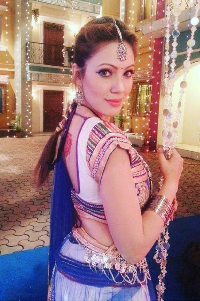 Munmun Dutta Hot Pictures In Backless Saree