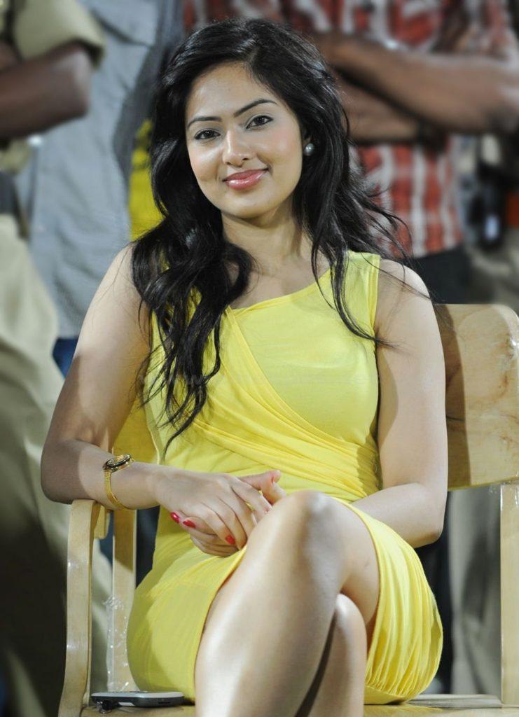 Nikesha Patel Hot & Sexy Legs Pics In Short Clothes