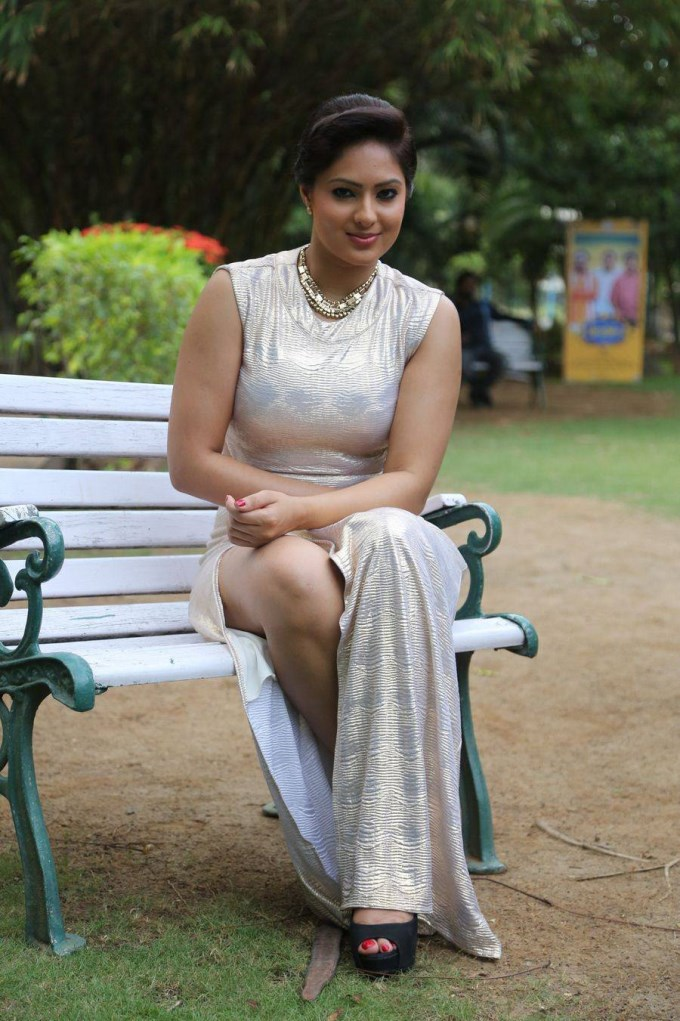 Nikesha Patel Sexy Thigh Pics In Short Clothes