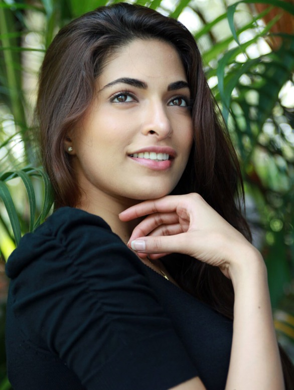 Parvathy Omanakuttan Hot Lips Wallpapers