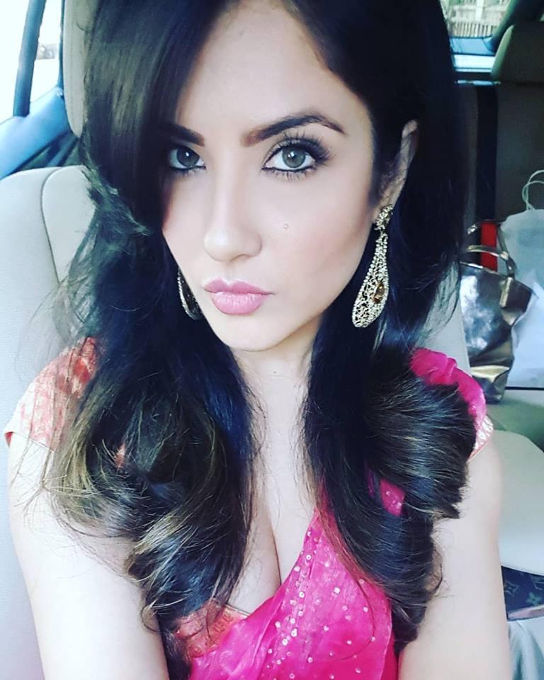 Pooja Bose Cute Selfie Wallpapers