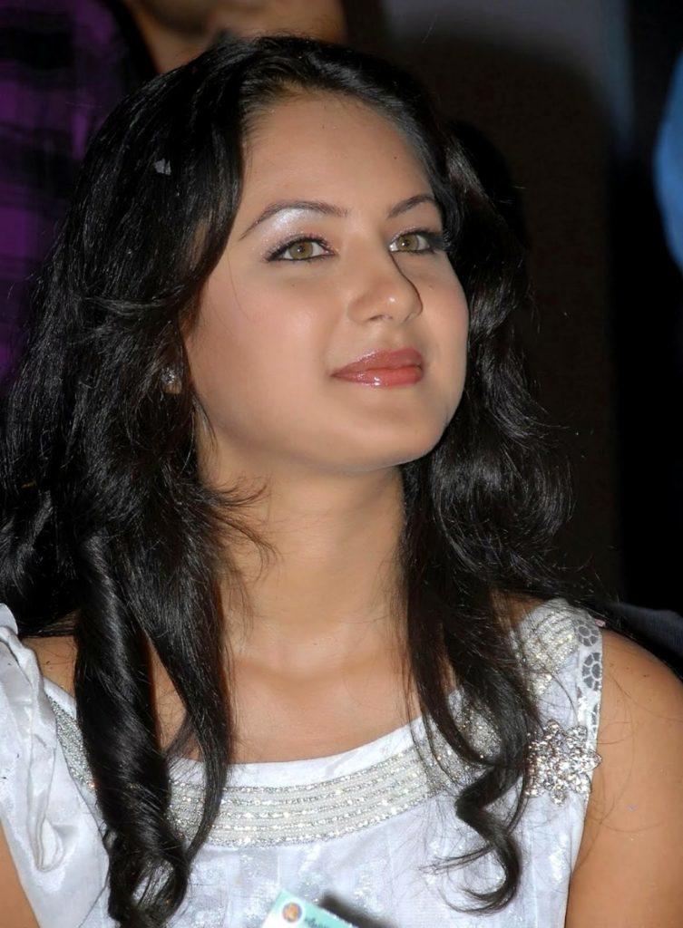 Pooja Bose Cute Smiling Images