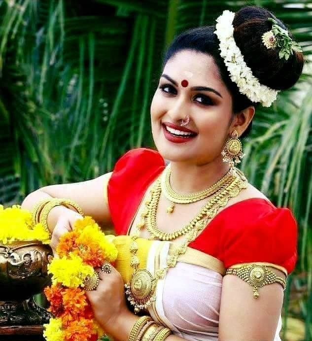 Prayaga Martin Hot Images In Saree